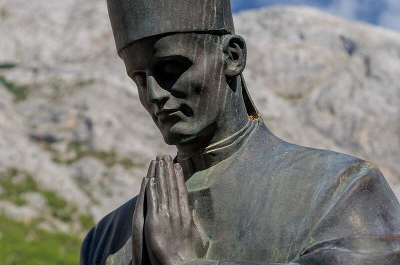 Statue of Blessed Alojzije Stepinac